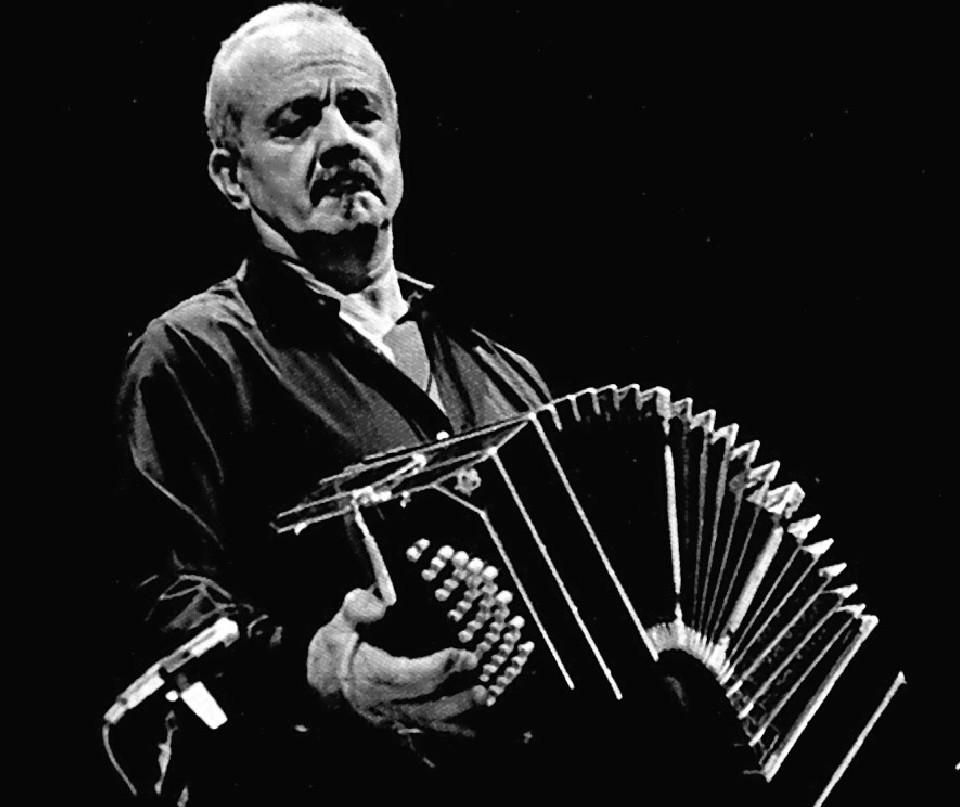 Astor Piazzolla con su bandoneón